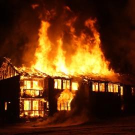 Grundstückseigentümer haftet für Brandschäden auf Nachbargrundstück, die ein beauftragter Dachdecker verursacht hat